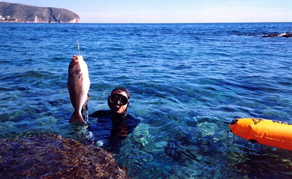 Otro Pescasub pierde la vida en la escollera del puerto de Alicante
